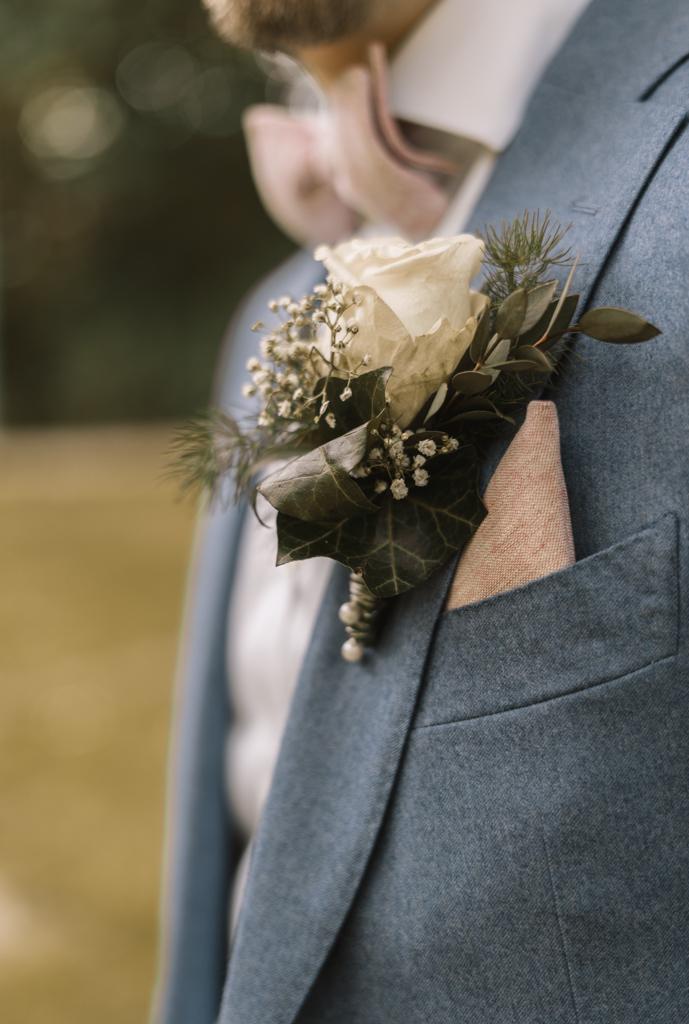 Anstecknadel vom Bräutigam
