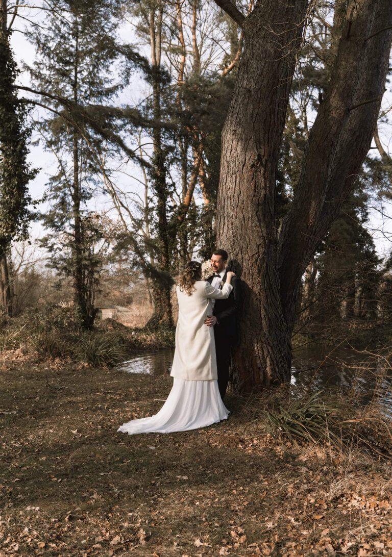 Brautpaarshooting im Winter draußen am See Rödermark